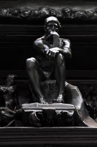 Auguste_Rodin's_'La_Porte_de_l'enfer'_(Detailansicht)_-_Kunsthaus_Zürich_2011-08-14_18-40-12.jpg